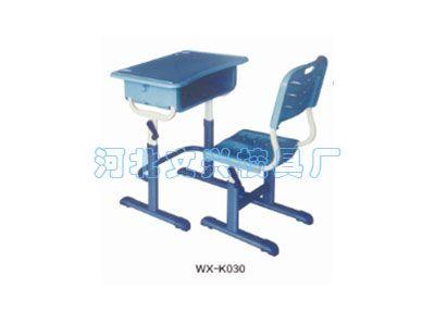 它是学生课桌椅的一种,设计理念最主要是针对中小学生使用的学生课